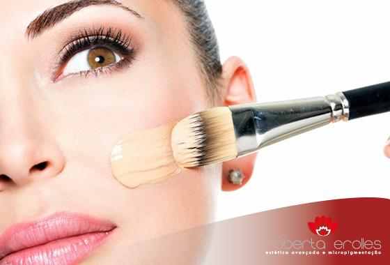 Retirar a maquiagem antes de dormir é importante para a saúde de sua pele